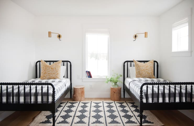 Upstairs bedroom. Two twin size beds. Great for kids.