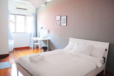GRAYHAUS 31 Standard Queen Room 2 @ Bandar Utama