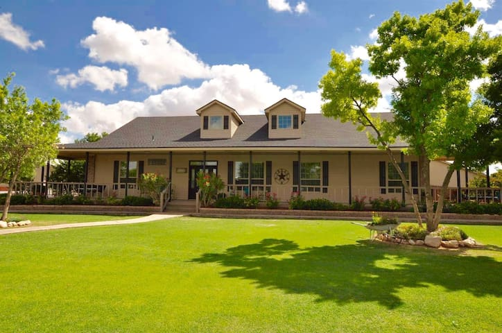 Luxury Living in a Country Setting in Lubbock TX