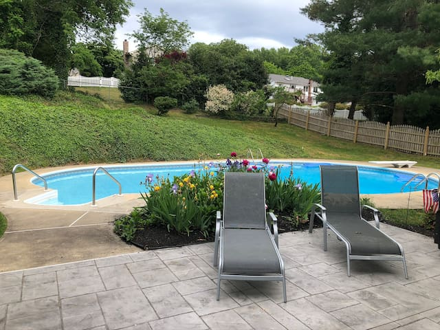 Private home with pool 10 minutes from beach