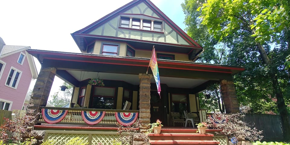 Perfect for Families- Beautiful Home in Ohio City