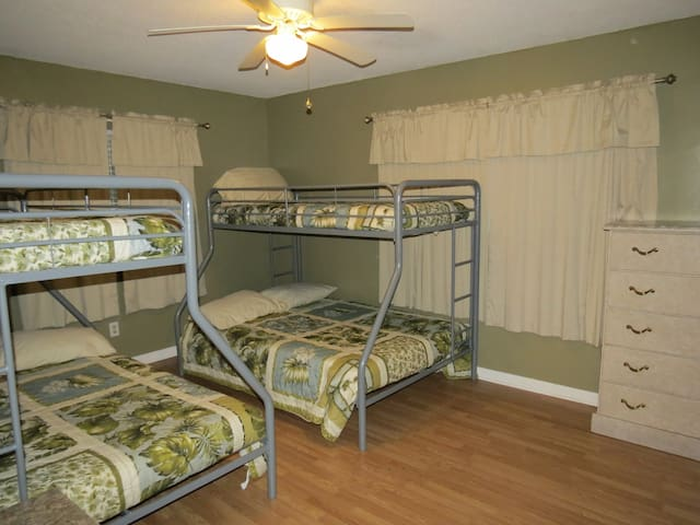 bunk room 2 fulls 2 twins