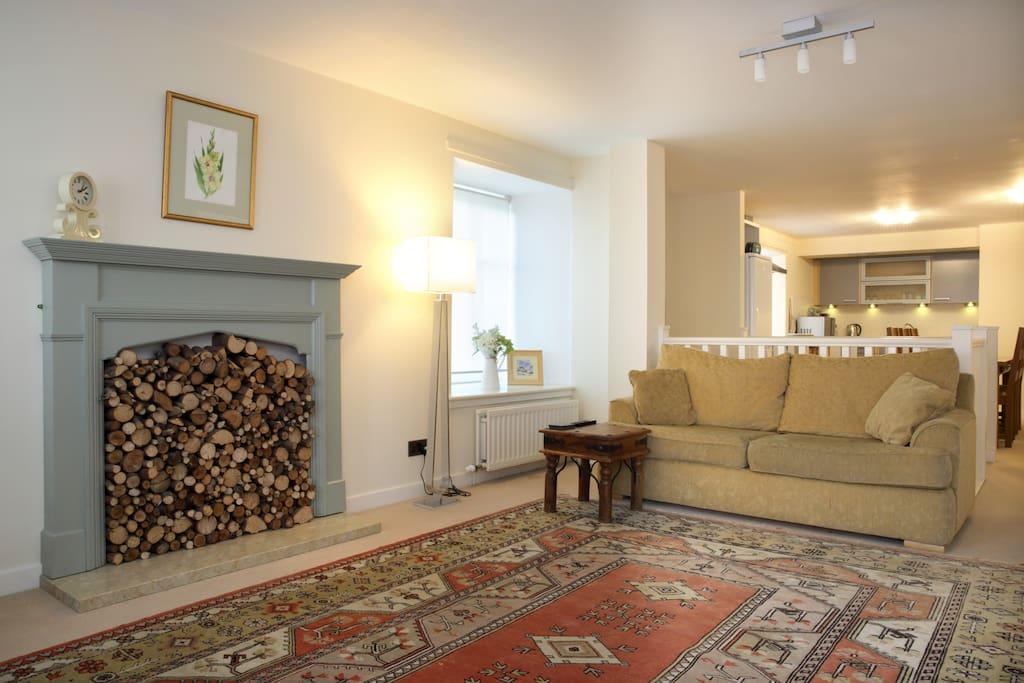 A warm welcoming livingroom