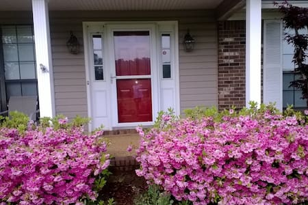 Charming New Albany Cottage - New Albany