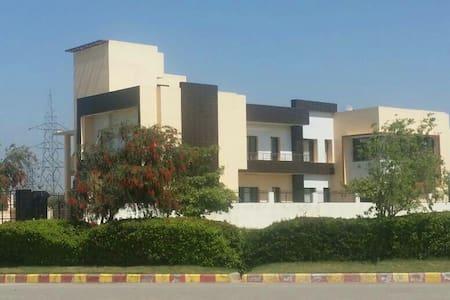 Big Villa-Marriage Guests -Mohali - Sahibzada Ajit Singh Nagar - Villa