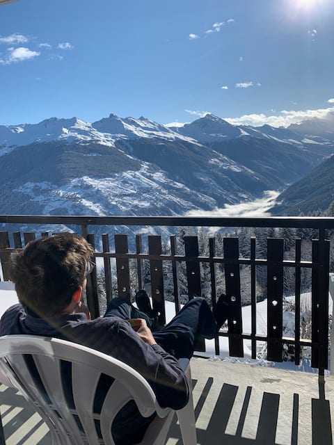 Coffee with dream view and just 2 min to the lift