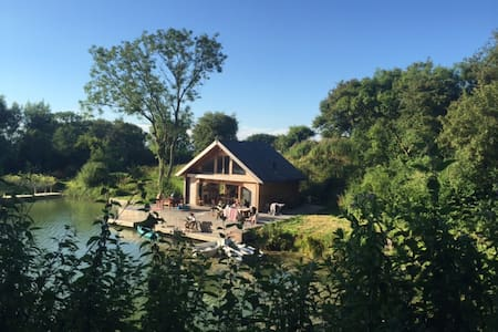 Cabin on private lake - Hassocks - Cottage