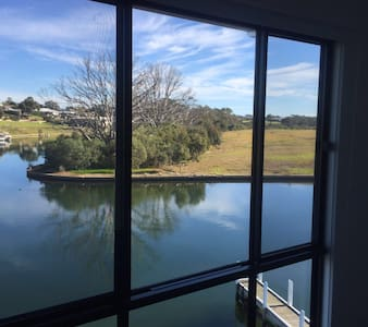 Luxury waterfront escape with views & jetty berth - Paynesville