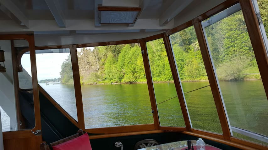 Overnite anchorage or 2hr+sightseeing Lake union - Seattle - Boat