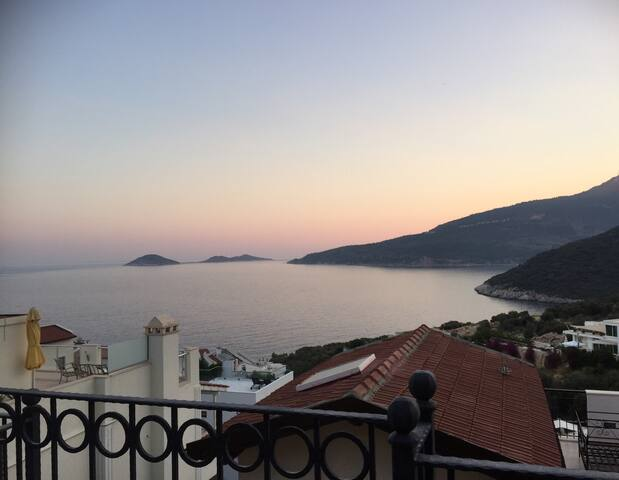 Amazing villa over blue Aegian sea - Kalkan - Talo