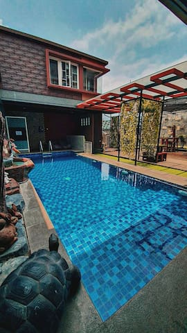 Cottages NEAR alun2 batu w/ SwPool & ROOFTOP VIEW