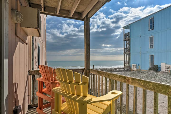 Oceanfront Topsail Beach Retreat - Steps to Shore!