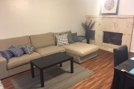 1BD, 1BA, Fully Furnished Condo!!! Private Garage - San Antonio