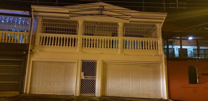 Hermosa casa, amueblada y muy segura