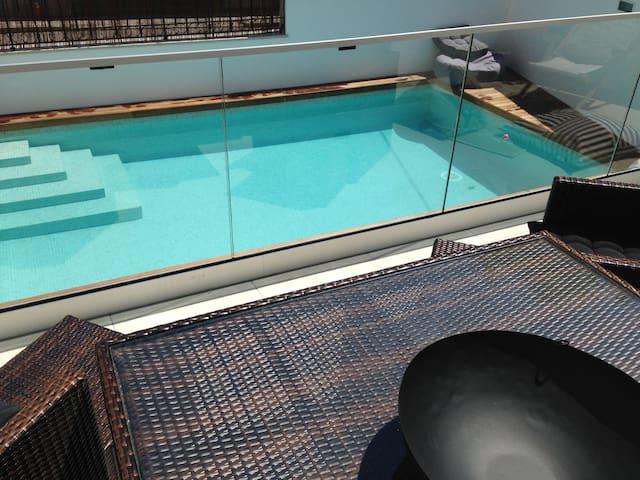 CJP Nazaré: great 1st floor apartment pool&patio