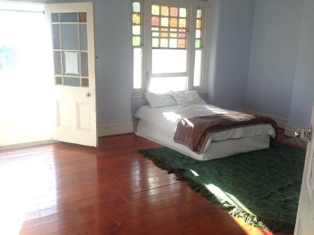 Massive stanmore bedroom with private sunroom - Stanmore - Haus
