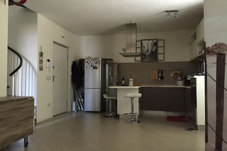Apartament in Lucca near the wall - 루카