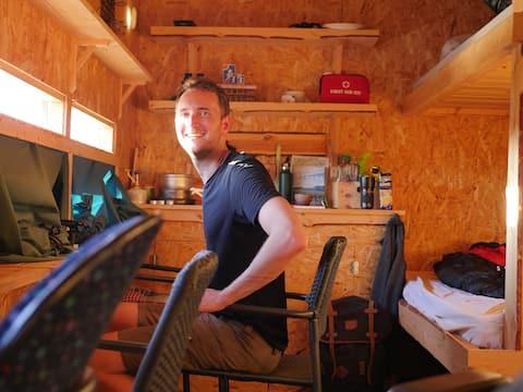 Gömlsestuga- Som att bo i tält fast bekvämare