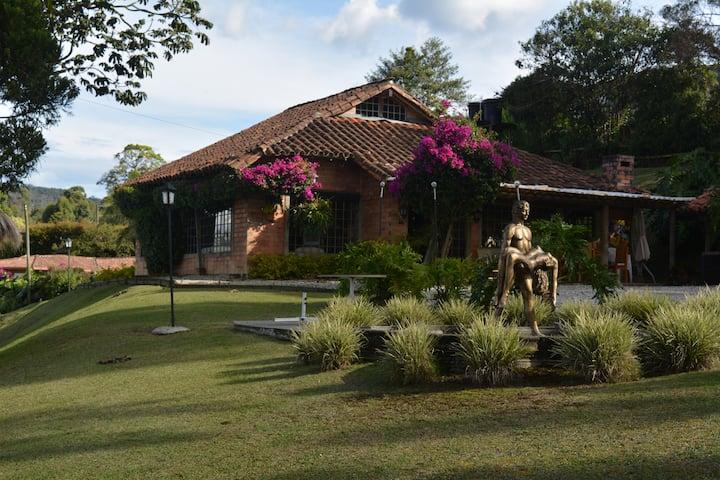 Casa Campestre ABADENGO DOS, excelente ubicación!