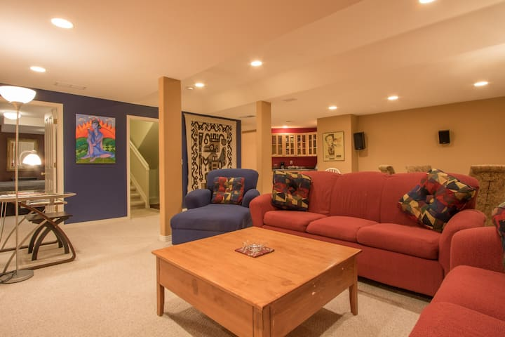 Cool, Contemporary Space! **No 11% Denver Tax**