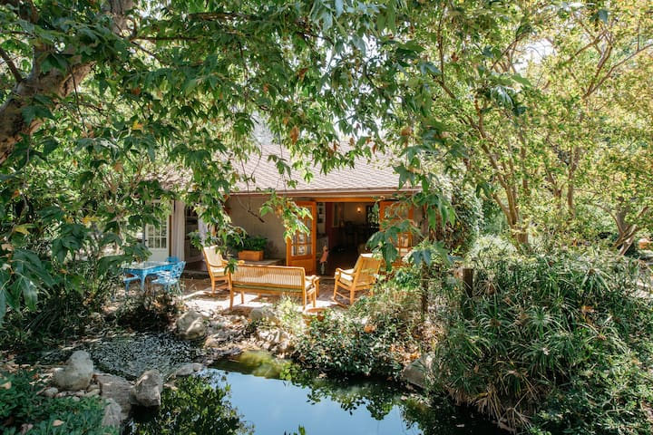 Enchanted Cottage on Encino Farm - Los Angeles - Bungalow