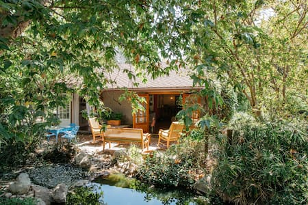 Enchanted Cottage on Encino Farm - Los Angeles