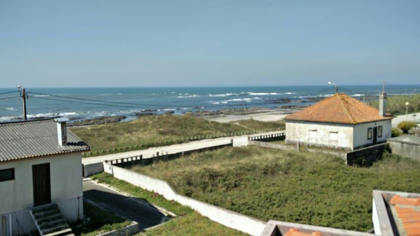 Duplex privado com vista mar a 50 mt da praia.
