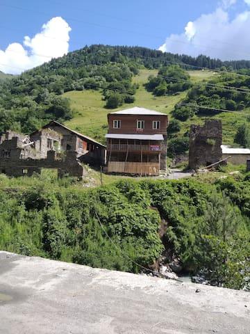"Raul Gulbani guest house ""lushnu Darbaz""."