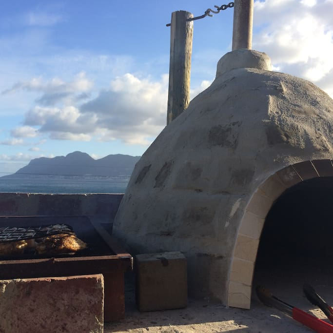 Pizza oven and braai on deck