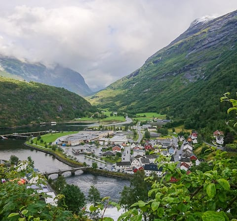 Huis met uitzicht op de fjord Helle jam
