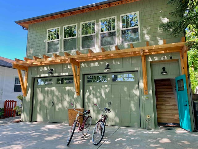 Cozy, New and Bright Apt. In Sandpoint With Yard