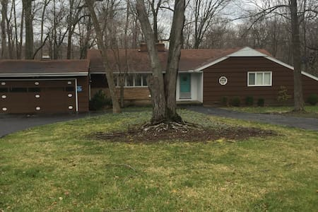 15 Minutes from Downtown Cleveland - Broadview Heights
