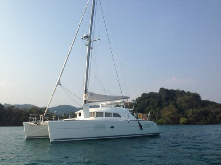 Livaboard and cruise catamaran