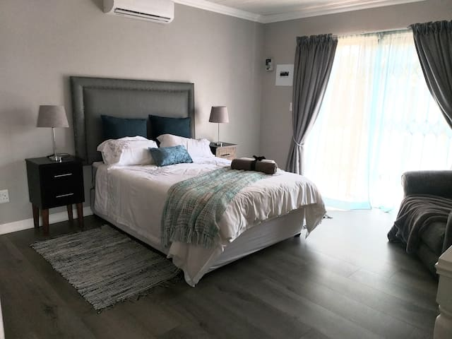 Airconditioned main bedroom with patio exit to garden.