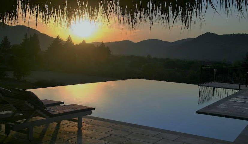 Kaya Peace Villa 4 Yatak Odalı (tam korunaklı) - เฟทิเย