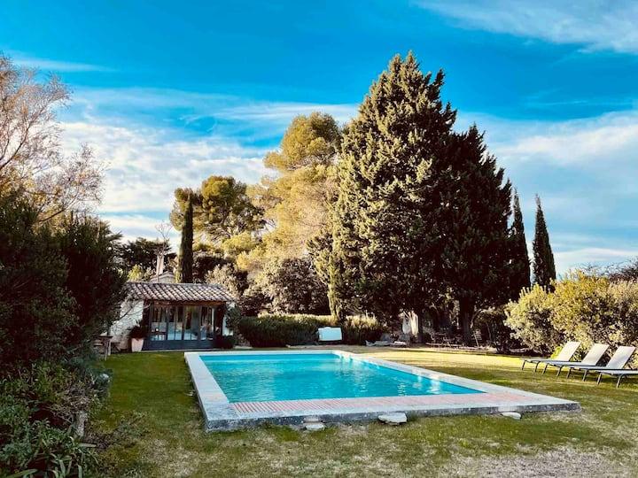 Mas des Alpilles au cœur de la nature avec piscine