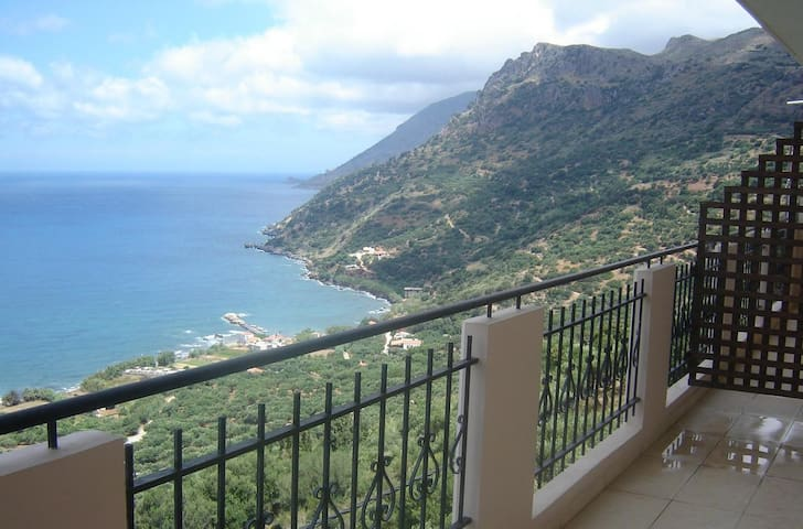 2 Bedroom Apartment with fantastic sea views