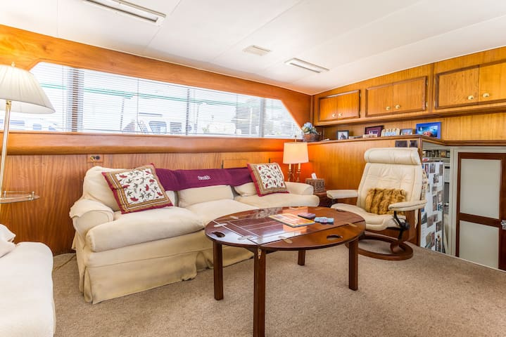 58' Yacht 2 Cabin Wifi TV Epic Sun Deck SF Pier 39