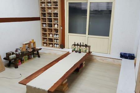 옛 정취를 느낄 수 있는 마당 넓은 한옥 스테이 - Cheongju-si - House