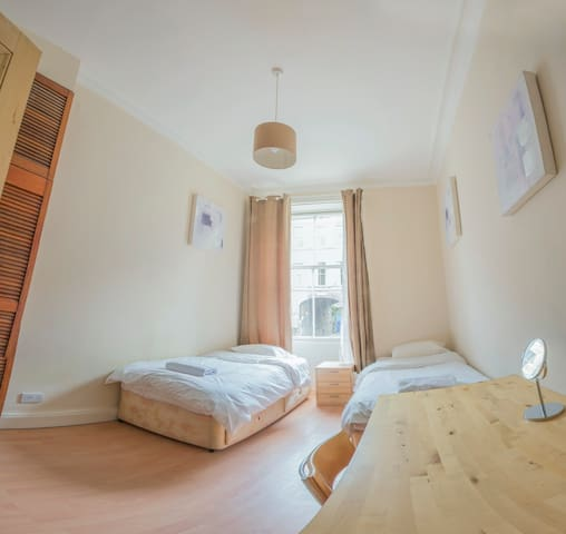 Cozy Very Central Room by the Old Town D