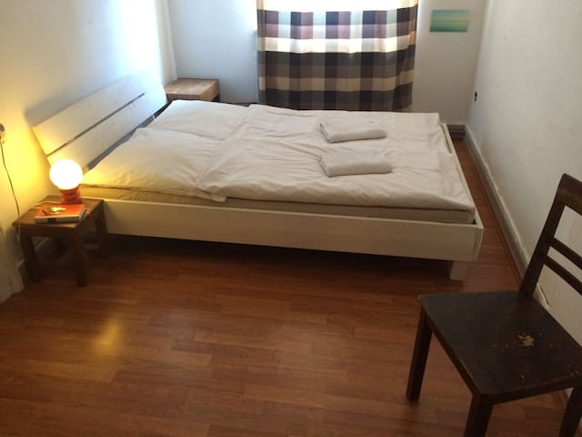 Auberge extraordinaire! Your double room in Kassel - 卡塞爾 - 公寓