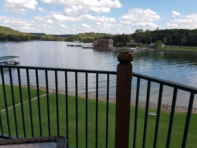 Large lakefront condo with great view, sleeps 6+