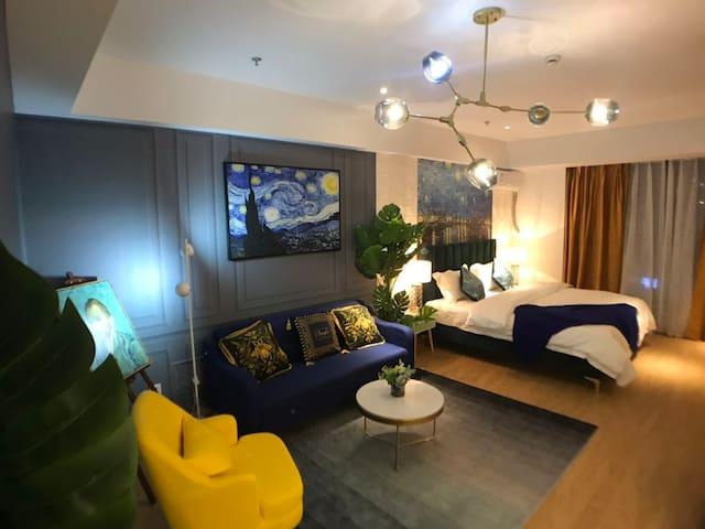 【B 梵高】饕界美食街/绿地蓝海/腾飞大厦 全新客房设计理念 为您打造智慧影音的第二个家