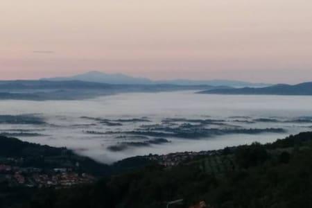 Vacanze in un borgo vero in Toscana - Poggio di Loro