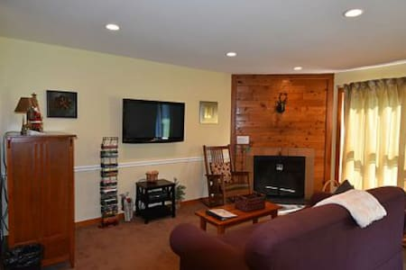 Ski home! Updated 1br condo, fireplace, hot tub - Killington