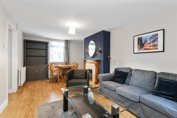 SPECTACULAR 3 BED TOWNHOUSE IN HEART OF BELFAST