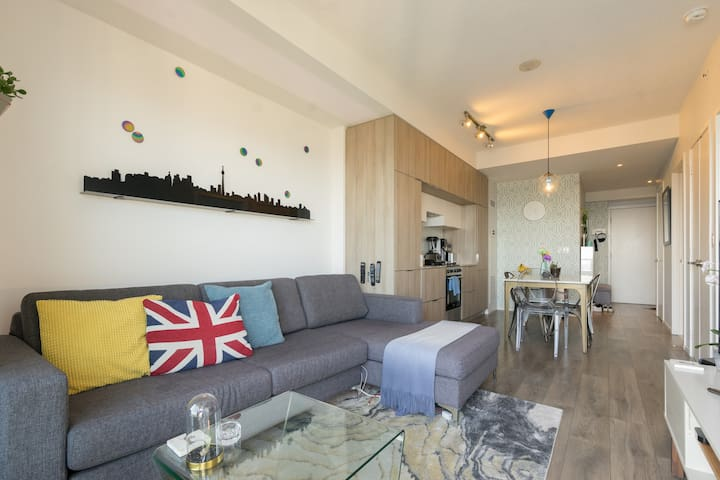 Stylish Condo Located in the Heart of DT Toronto