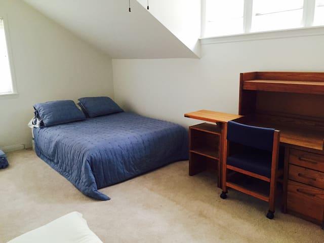 Beautiful Room in Agoura Hills