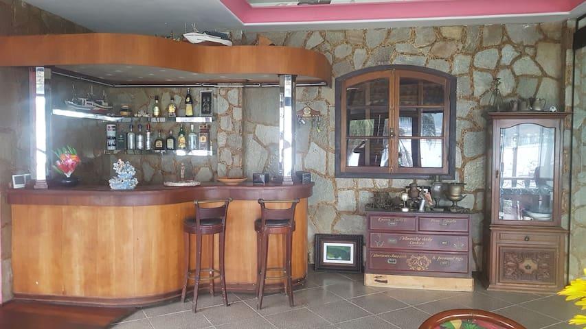Quartos acoplados privativo em Angra