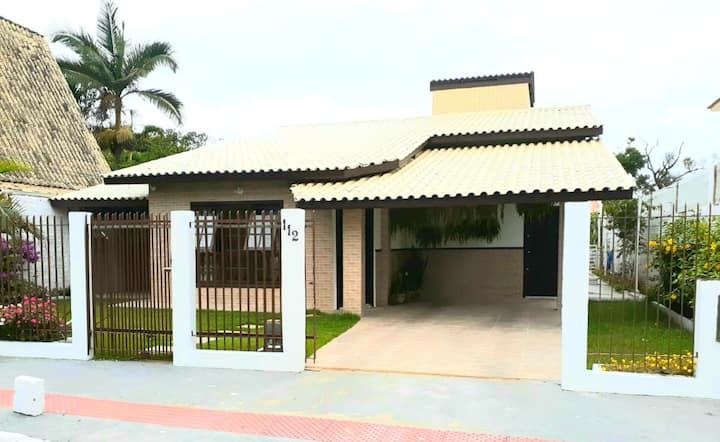 Casa 3 Quartos-2 suítes/Ar condicionado/3 garagens